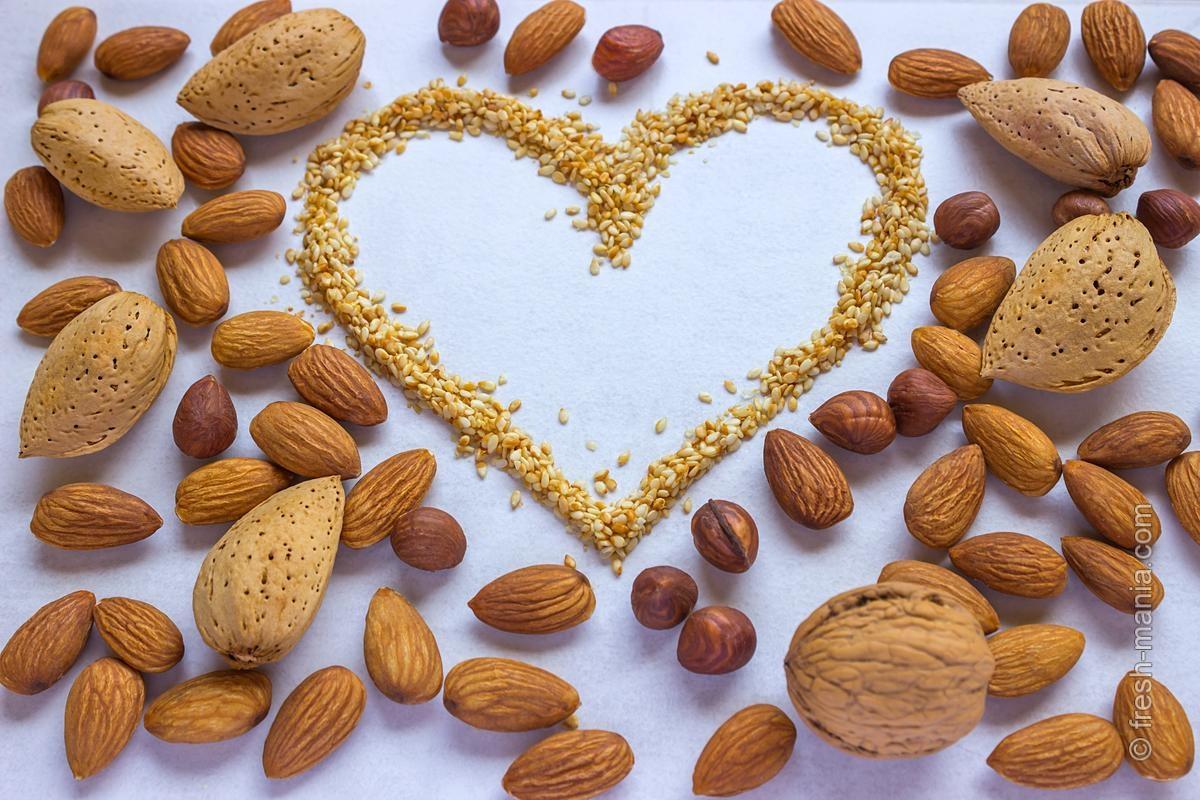Употребление орехов и семечек